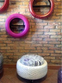 tavolino pouf tire bianco con cuscino giornale