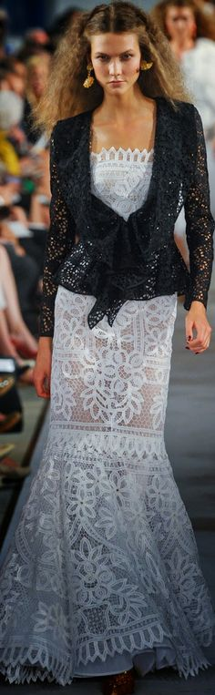 OSCAR de la RENTA... GORGEOUS.Take these details & adjust to fit your style. Add embellishments for the ultimate bridal look.Get that designer look by having it custom-made.