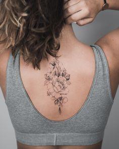 Blumentattoo auf der Brust New School von Mihail Zhilenkov…, Source by ejotta . Back Tattoo Women, Tattoos For Women Small, Small Tattoos, Cool Tattoos, Piercings, Piercing Tattoo, Spine Tattoos, Body Art Tattoos, Floral Back Tattoos