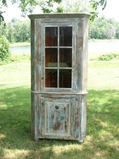 Cabinet for the ranch living room/kitchen Reclaimed Furniture, Reclaimed Barn Wood, Wood Furniture, Barn Wood Crafts, Barn Wood Projects, Barn Wood Cabinets, Dining Room Corner, Wooden Sliding Doors, Distressed Painting