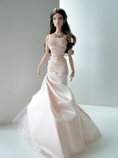 """I was playing a bit with some girls today, and it happened that I ended up re-interpreting the upcoming """"Monaco Royale"""" WClub exclusive doll ^_^ This is my wonderfull Luxe Life Vanessa, rerooted by Lolax"""