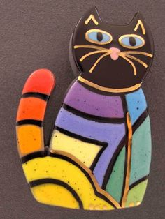 ceramic cat pin by Sean Brown Reminds me of a Laurel Burch design Paper Mache Animals, Clay Cats, Paint Your Own Pottery, Cat Quilt, Slab Pottery, Cat Wall, Cat Crafts, Cat Jewelry, Aboriginal Art