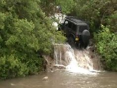 ▶ Jeep JK Drives up waterfall
