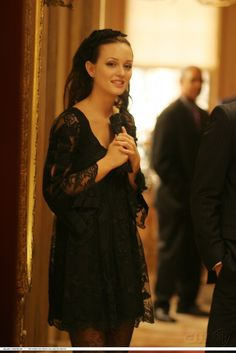 Blair Waldorf Outfit - Gossip Girl (Pilot episode) - little black lace dress