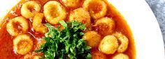 Sarımsaklı Köfte (Kara Kız Köftesi, Fellah Köftesi) Garlic Köfte  Ingredients:  400 gr semolina ½ kg fine bulgur 1 t pepper paste 1 ½  c water  2 heads garlic 1 ½ c olive oil 1 ½ T pepper paste 1 bunch parsley Salt