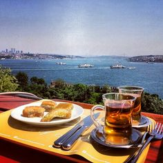 Apple teas & Baklava with a view of the #GoldenHorn from #TopkapiPalace #Istanbul! #Turkey #Travel #Foodwithaview #withaview #eeeeeats #FeedFeed