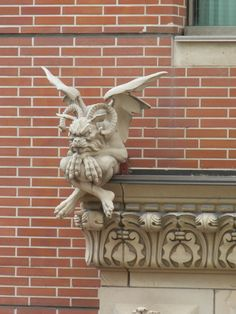 The History of Gargoyles & Grotesques (Facts, Information, Pictures) - Going To Tehran - Statues At The Vatican # Fantasy Creatures, Mythical Creatures, Dragons, Gothic Gargoyles, Architectural Sculpture, Architectural Columns, Gothic Architecture, Gremlins, Green Man