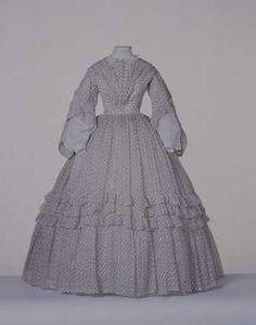 14-11-11  CMU  Japon (ca. 1860)  Wit linnen batist met ingeweven ruit en opdruk van roodbruine en beige klavertjes.