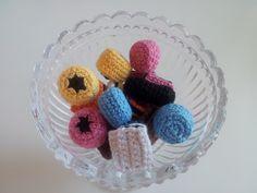 Blogg: Gratis virkmönster: SVENSKA: Pumpa, Mobil fodral, Mössa, Engelsk konfekt, Lucia ljus, Polkagris, Oreo kaka, Jordgubbe, Crochet Food, Crochet For Kids, Crochet Crafts, Diy Crafts, Play Food, Diy Tutorial, Needlework, Projects To Try, Crochet Patterns