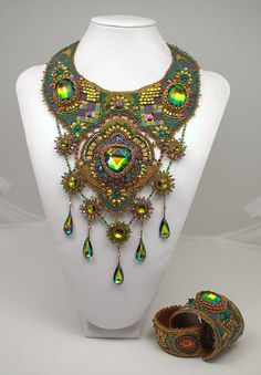 http://bnb.jewelrymakingmagazines.com/~/media/images/Bead%20Dreams/2012/Modest-Grace-1