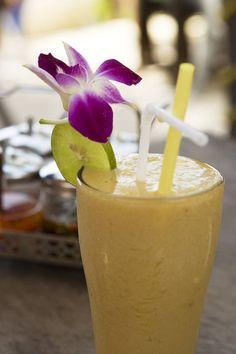 Thaimaassa tuoreita hedelmiä voi nauttia myös #smoothien muodossa. Mauksi voi valita suosikki hedelmän tai useiden yhdistelmän. #Thailand #Aurinkomatkat #fresh
