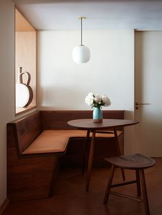 Kitchen of the Week: French Mid-Century Style in Santa Monica - Remodelista Mid Century Dining, Mid Century House, Mid Century Style, Mid Century Kitchens, Mid Century Cabinet, Mid Century Modern Bedroom, Mid Century Modern Kitchen, Mid Century Modern Lighting, Mid Century Decor