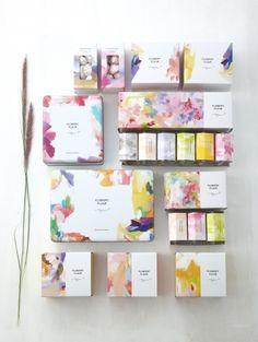パッケージ House Beautiful beautiful house plans with photos Ecommerce Packaging, Skincare Packaging, Perfume Packaging, Tea Packaging, Cosmetic Packaging, Brand Packaging, Label Design, Box Design, Branding Design