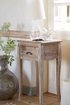 Bielona komoda drewniana
