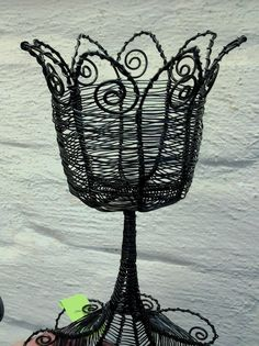 A candleholder. Wire Frame, Topiary, Candle Holders, Frames, Lighting, Home Decor, Wire, Dekoration, Decoration Home