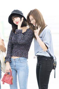 Momo & Sana Twice 180615 Incheon Airport to singapore Nayeon, Extended Play, Kpop Girl Groups, Kpop Girls, Kpop Fashion, Girl Fashion, Airport Fashion, Sana Momo, Dahyun