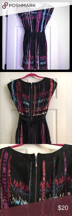 Multi-color cap-sleeve dress with pockets! EUC! Multi-color cap sleeve dress can be casual or worn to work. Zip detail, ties in back for flattering fit around the waist. Has pockets - my favorite feature!! Polyester, very light and comfortable. Fishbowl Dresses Mini