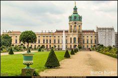 Schlosspark Charlottenburg - Blick aufs Schloss (August 2017) #Charlottenburg #Berlin #Deutschland #Germany #SchlossCharlottenburg #biancabuergerphotography #igersgermany #igersberlin #IG_Deutschland #IG_berlincity #ig_germany #shootcamp #pickmotion #berlinbreeze #diewocheaufinstagram #berlingram #visit_berlin #canon #canondeutschland #EOS5DMarkIII #5Diii #landscape #Landschaft #Sightseeing #park #castle