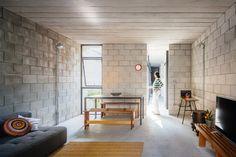 pasillos y ventanas Casa de trabajadora domestica gana premio de arquitectura al edificio del año