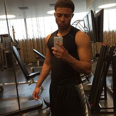 """diggysimmons: Get some work in before the night start "" Fine Black Men, Handsome Black Men, Fine Men, Cute Black Boys, Cute Boys, Diggy Simmons, Trevor Jackson, Mixed Guys, Man Crush Everyday"