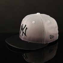 Klik hier voor meer info over New Era Fitted cap Diamond Graduation NY Yankees - Black/white (11034858)