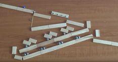 Máquinasde Rube Goldberg utilizando imanes, balines y piezas de madera