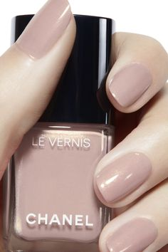 Le vernis longwear nail colour 646 - bleached mauve in 2020 Pink Nail Colors, Nail Polish Colors, Nail Colour, Gel Polish, Chanel Nail Polish, Chanel Nails, Nude Nails, Acrylic Nails, Beige Nails
