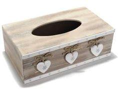 Portafazzoletti in legno con decorazioni a cuore