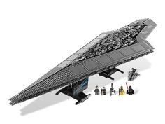 This is a fantastic LEGO model of the Empire's most powerful weapon besides the Death Star. This Super Star Destroyer model looks incredibly awesome and would look great on your bookcase. If you love Star Wars, you will enjoy this immensely. Star Wars Set, Star Wars Clone Wars, Star Trek, Super Star Destroyer Executor, Figuras Star Wars, Best Lego Sets, Lego Spaceship, Cool Lego, Awesome Lego