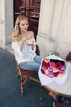 Paris, Flowers - More here: http://www.ohhcouture.com/2016/05/monday-update-17-2/ #ohhcouture #leoniehanne