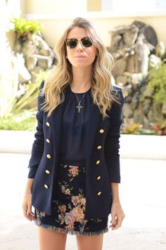 Black top, blazer and floral skirt Office Fashion, Work Fashion, Fashion Beauty, Fashion Looks, Estilo Converse, Fashion Moda, Womens Fashion, Estilo Hippie Chic, Look Office