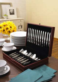 60-Pc. Stainless Place Settings In FREE Chest (Service for 12) By CUTCO Cutlery.     WANT!!!!