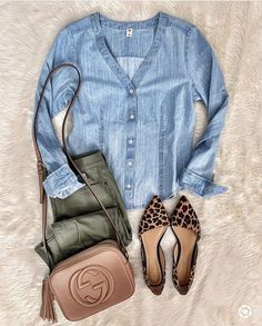 Love the Chambray top and olive pants. Not a fan of the shoes, too much attention. Mode Outfits, Fall Outfits, Casual Outfits, Fashion Outfits, Womens Fashion, Classy Outfits, Early Spring Outfits, Summer Outfits, Casual Attire