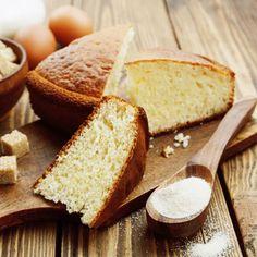 Gâteau léger au yaourt – Ingrédients de la recette : 1 yaourt nature , 1 pots de sucre , 1 sachet de sucre vanillé, 3 pots de farine, 4 oeufs