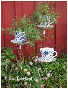 Isas Trädgård: Trädgårdsrundorna i NV Skåne - del 1 Garden Whimsy, Garden Junk, Garden Crafts, Garden Spaces, Yard Art, Garden Inspiration, Container Gardening, Flower Pots, Outdoor Gardens