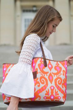 pink and orange ikat purse + bell sleeve lace top Spring Summer Fashion, Spring Outfits, Autumn Fashion, Fashion Fashion, Rose Orange, Orange Bag, Mode Bcbg, Preppy Style, My Style