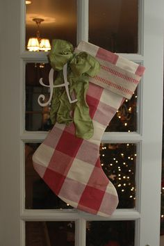 cute!!  love the webbing and green bow with letter