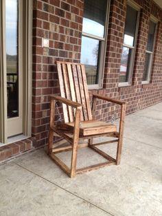 Pallet Chair Glider Making Pallet Furniture, Pallet Furniture Plans, Yard Furniture, Diy Furniture Projects, Cheap Furniture, Furniture Design, Repurposed Furniture, Wooden Pallets, Pallet Wood