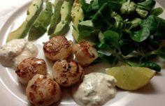 Kammuslinger med limecreme og salat – nytårsmad?