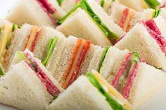 Mini sandwiches maken voor de high tea Mini Sandwiches, Finger Sandwiches, High Tea Food, Brunch Buffet, Food Platters, Tea Recipes, Deli, Tea Time, Food Porn