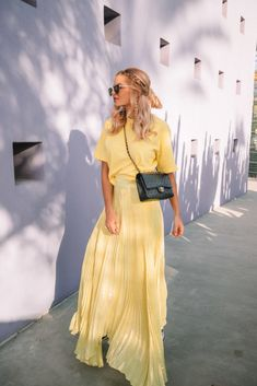 Yellow & 12 Things - Barefoot Blonde by Amber Fillerup Clark Curvy Fashion, Modest Fashion, Plus Size Fashion, Fashion Models, Fashion Looks, Fashion Outfits, Barefoot Blonde, Mode Inspiration, Colour Inspiration