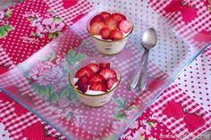 Helado de yogurt con fresas
