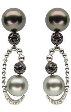PEARLFECION **Diamond and pearl earrings by Reena Ahluwalia.Is it me or do the top pearls look like they have eyes staring back at you? Black Pearl Earrings, Black Diamond Jewelry, Pearl Jewelry, Vintage Jewelry, Fine Jewelry, Jewlery, Jewelry Box, Chandelier Earrings, Women's Earrings