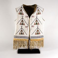 Types of Pottery Native Beadwork, Native American Beadwork, Native American Tribes, Native Americans, Indian Tribes, Native Indian, Native Art, Native American Clothing, American Apparel