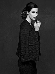 Chanel, little veste noire pour big ego  Karl Lagerfeld et Carine Roitfeld célèbrent la petite veste noire Chanel et lui dédient un beau livre
