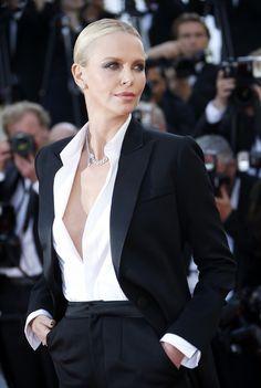 PHOTOS. Le nombril d'Adèle Exarchopoulos et le décolleté de Charlize Theron sur le tapis rouge du Festival de Cannes 2016