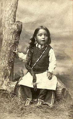 vintage everyday: Native American Kids – 31 Rare A Sioux boy, ca. Vintage Photos of Indian Children in the late Century PUBLIC DOMAIN Native Child, Native American Children, Native American Pictures, Native American Beauty, Native American Tribes, Native American History, American Indians, Indian Pictures, Indian Pics