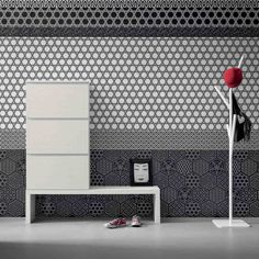 'Minima' Contemporary hallway shoe storage with bench : Almacenamiento de My Italian Living