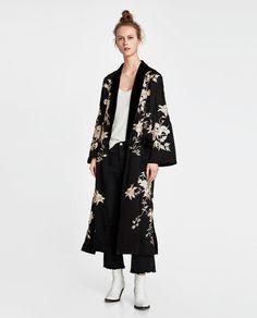 Shop These 20 Pieces at Zara for the Perfect Italian-Style Capsule Wardrobe Zara Fashion, Kimono Fashion, Look Fashion, Fashion Outfits, Black Kimono Outfit, Kimono Dress, Moda Zara, Tokyo Street Style, Street Chic