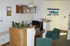 Dentysta Toruń na ul. Kościuszki 51 B w Klinice DENmed, #stomatolog #dentistry #Toruń #zęby #dentysta Ul, Corner Desk, Planter Pots, Furniture, Home Decor, Corner Table, Decoration Home, Room Decor, Home Furnishings